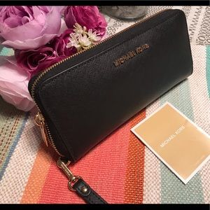 Handbags - Michael Kors ZIP Wallet